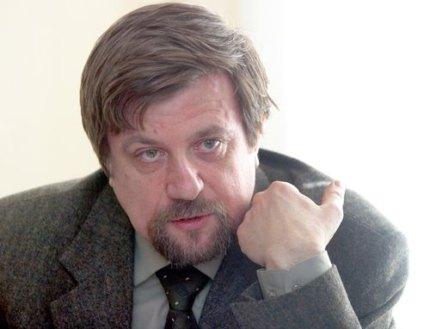 """photo by M.Markiv 13.04.2004 Krugliy stol na temu """"Teatralniye kritiki i zhurnalisti"""" -- 09.04.04."""